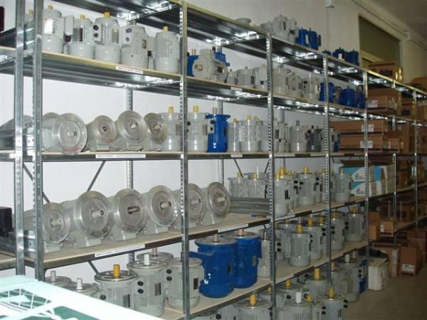 Motori elettrici e riduttori di velocità anche autofrenanti